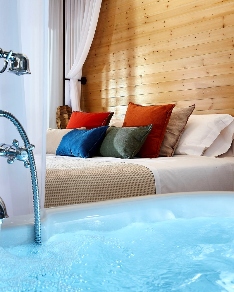 HONEYMOON SUITE MIT PRIVATEM FREILUFT-JACUZZI UND MEERBLICK