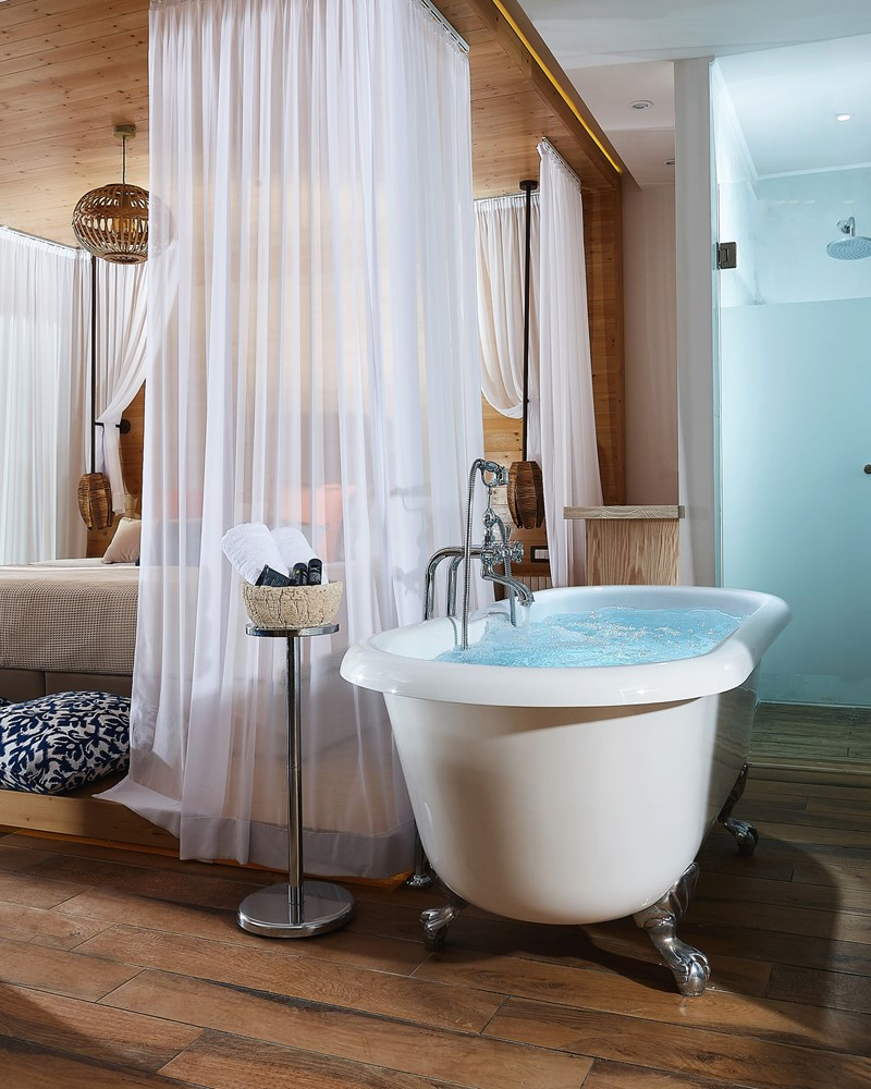 ROMANTIC HONEYMOON SUITE SEA VIEW OUTDOOR JACUZZI